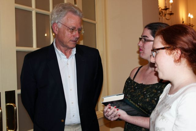 Former Patrick Henry Writing Fellow at the Starr Center for the Study of the American Experience David Mark Epstein discusses his book, *The Loyal Son: War in Ben Franklin's House*, with students at Washington College. Image courtesy of the Starr Center.